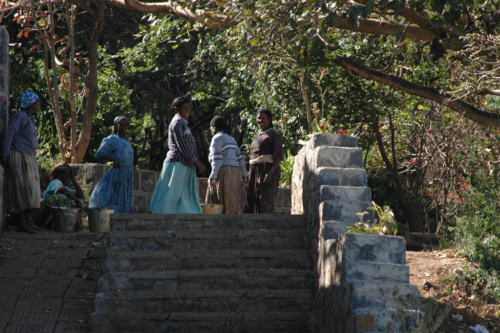 012._Women_bring_water_for_construction.JPG