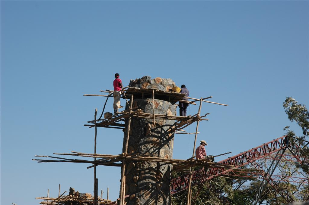013._Women_work_scaffolding.JPG