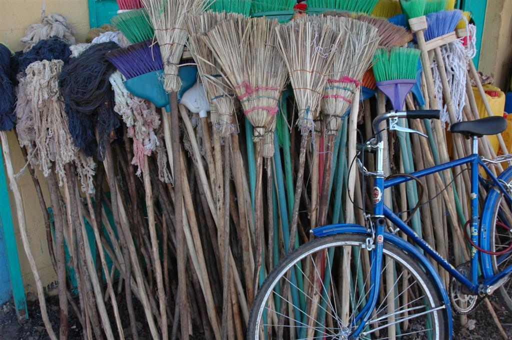 023._Brooms_made_with_eucalypt_sticks.JPG