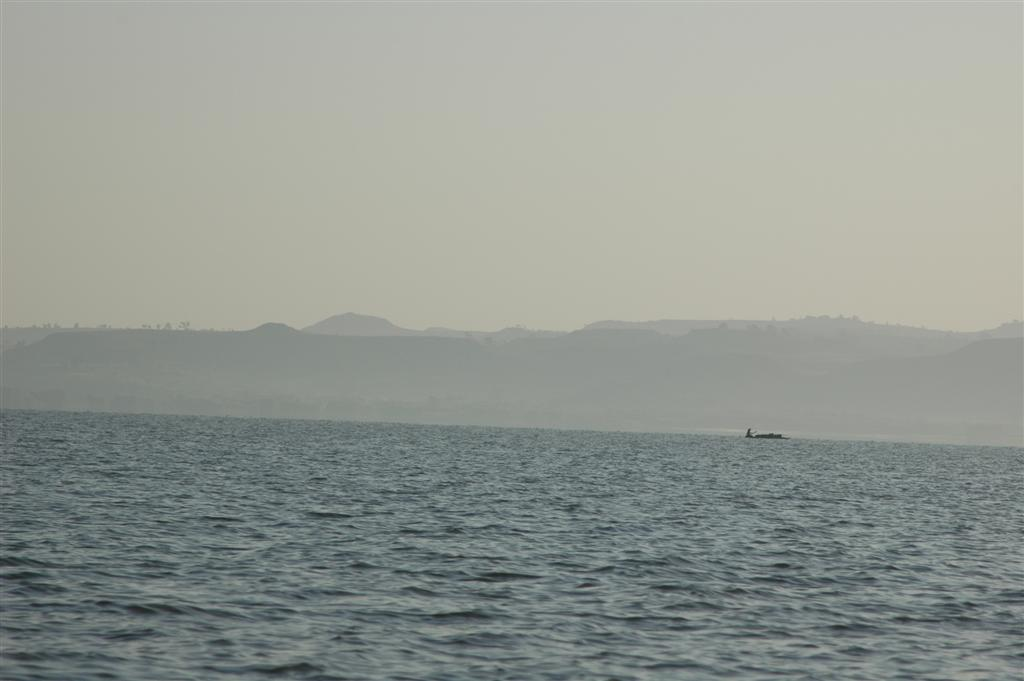 043._Traditional_boat_heading_to_marketa.JPG