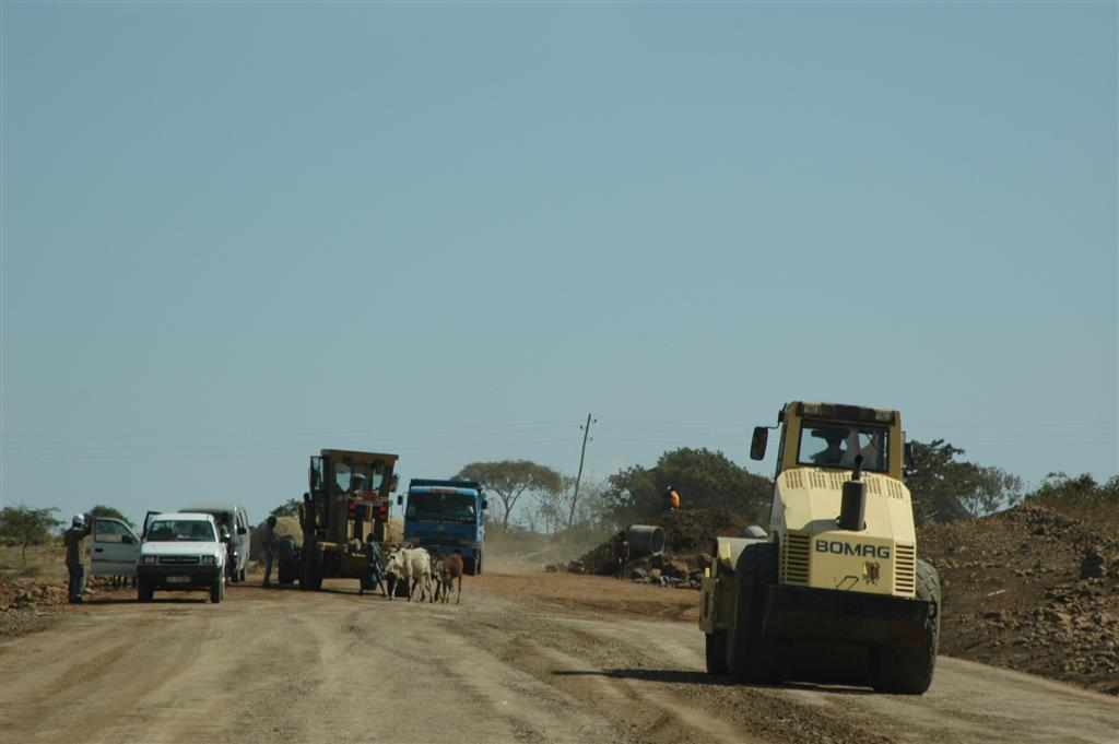101._dirt_road_to_Debre_Tabor.JPG