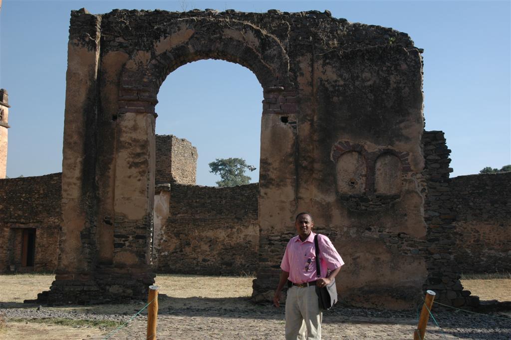 168._Alemayehu_at_Gondar_Castle.JPG