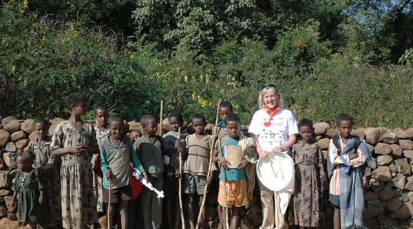 Meg-with-ethiopian-children-in-front-of-wall